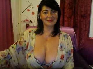 Фото секси-профайла модели HotBreeze, веб-камера которой снимает очень горячие шоу в режиме реального времени!