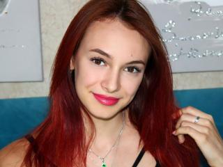 Model FieryFi'in seksi profil resmi, çok ateşli bir canlı webcam yayını sizi bekliyor!