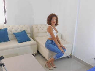 Sexy profilbilde av modellen  BellaThor, for et veldig hett live webcam-show!
