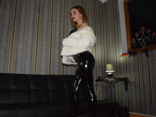 Photo de profil sexy du modèle PrincessSonia, pour un live show webcam très hot !