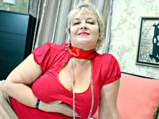 Picture of the sexy profile of BustyXSofia, for a very hot webcam live show !