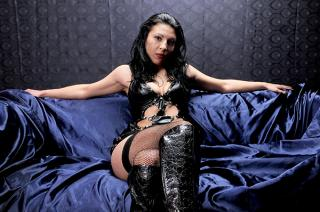 Photo de profil sexy du modèle LatexHotGodess, pour un live show webcam très hot !