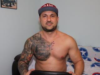Foto del profilo sexy della modella DannyLiamX, per uno show live webcam molto piccante!