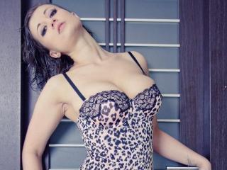 Photo de profil sexy du modèle BettyDD, pour un live show webcam très hot !