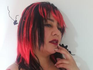 Photo de profil sexy du modèle LucarinoHot, pour un live show webcam très hot !